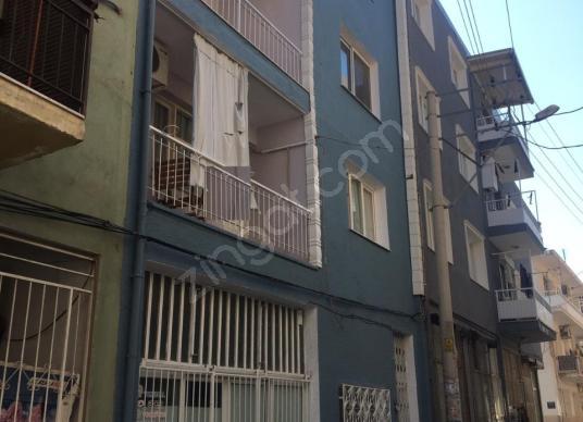 Karabağlar Yunus Emre Mahallesi Satılık Müstakil 3 Katlı Bina - Dış Cephe