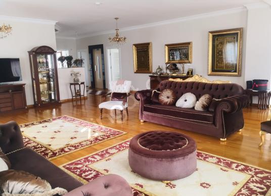 Çekmeköy 7 Konaklar Sitesinde 5+2 650 m² İskanlı Satılık Villa - Salon