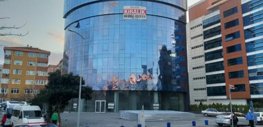 Kadıköy Kozyatağı'nda E-5 Cepheli plazada Satılık ofisler