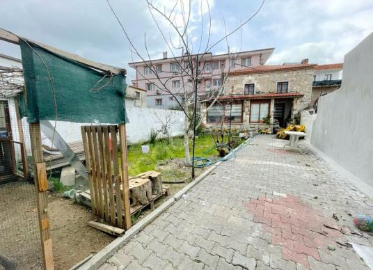 Urla Merkez'de Satılık 2+2 Taş Ev - Sokak Cadde Görünümü