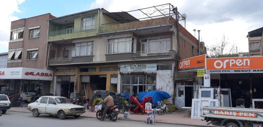 Alaşehir BeşEylül Mah.de Eski Garaj Karşısında Komple Bina
