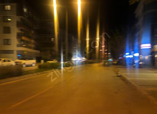 Karşıyaka Cehat  Dudayev Bulvarında Satılık İş Yeri - Sokak Cadde Görünümü