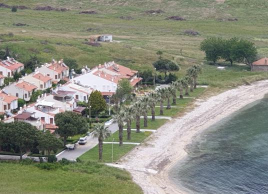 Gümüldür Özdere Site İçi Denize Sıfır Kiralık Villa Yazlık