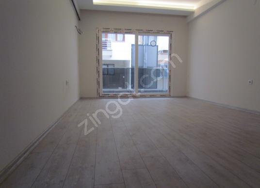 Çiğli'de Satılık 1+1 Balkonlu Geniş Sıfır Daire - Salon
