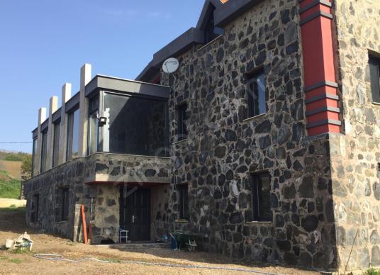 CB Dost'tan Fenerköy'de 7+2 Özel Tasarım Havuzlu Taş Villa