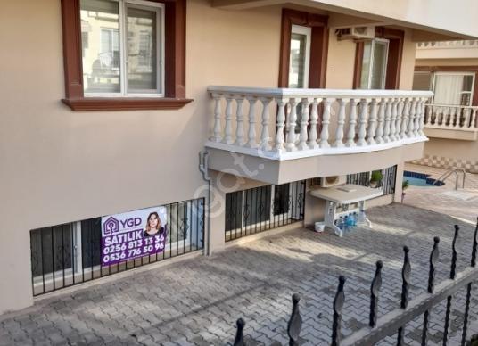 Didim Efeler'de havuzlu site içerisinde satılık 3+1 depo tapulu - Balkon - Teras