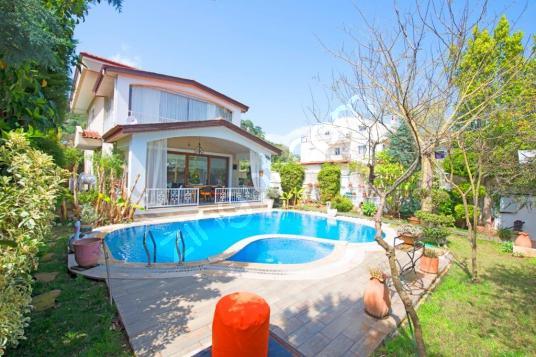 Marmaris merkezde günlük-haftalık kiralık eşyalı lüks villa - Yüzme Havuzu