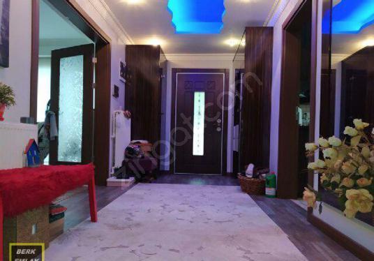 Berk Emlak'tan 4+1 3 Banyolu D.gazlı 3 Cepheli Satılık Villa - Antre Hol