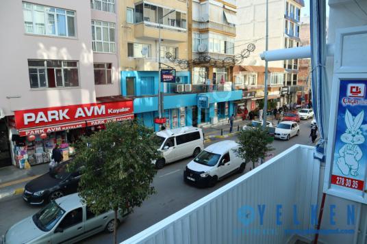 İzmir Balçova Ata Caddesi, Satılık 3+1 İşyerine Uygun Daire - Sokak Cadde Görünümü