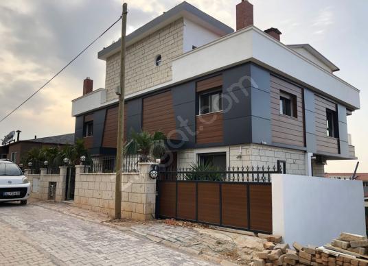 Güzelbahçe'de Satılık 4+2 Deniz Manzaralı Lüks Villa - Dış Cephe