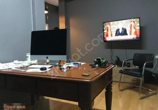 TAŞPINAR EMLAKTAN HACI MANSUR SK DA TEMİZ MASRAFSIZ 140m2 3.KAT - Salon