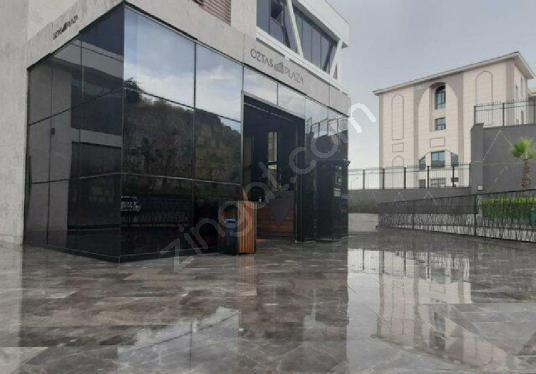 KUŞADASINDA ANA CADDE ÜZERİNDE ZEMİN KATDA 46 M2 KİRALIK PLAZA - Balkon - Teras