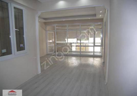 Basın Sitesi Mah. 80 m2 2+1 Bakımlı arakat SATILIK daire - Salon