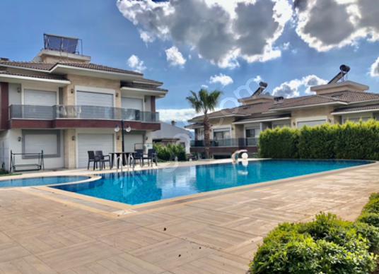 Güzelbahçe Kahramanderede Satılık Site İçerisinde 3+2Lüks Villa - Yüzme Havuzu