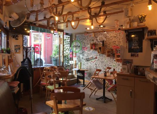 Beşiktaş Meydanda Depolu Kiralık Cafe Dükkan - Salon