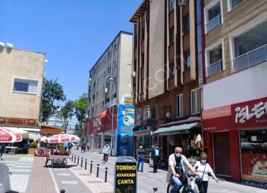 Kartal Kordonboyu'da Kiralık İşhanı Katı - Ofis - Sokak Cadde Görünümü