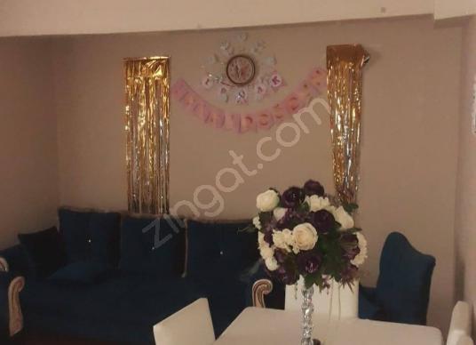 YOLCU SOKAKTA 110 m2 -3+1 - GİRİŞ ALTI YAN BAHÇELİ DAİRE - Salon