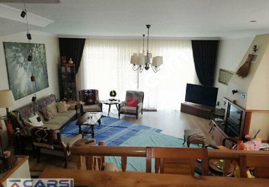 Çarşı Emlak tan Kuvayı Milliye de Satılık 4+2  350 M2 villa - Salon