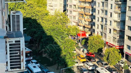 İzmir Poligon Metro'da Cadde Üstü Satılık 3+1 Daire - Site İçi Görünüm