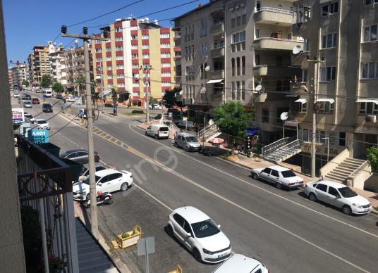 ANA CADDE ÜZERİ SATILIK KÖŞE BAŞI DAİRE - Sokak Cadde Görünümü