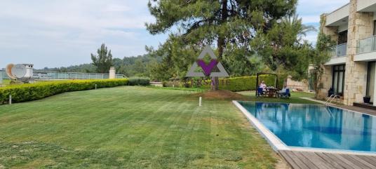 Urla Olive Park Sitesi Satılık Havuzlu Yeşillikler İçinde Villa - Site İçi Görünüm
