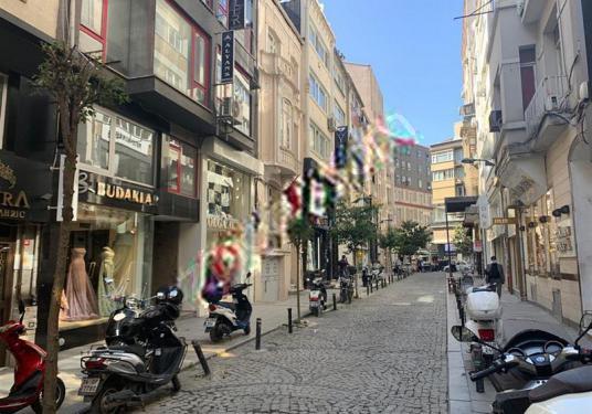 Şişli Osmanbey Matbaacı Osmanbey Sokak'ta 300m² Kiralık Dükkan - Sokak Cadde Görünümü