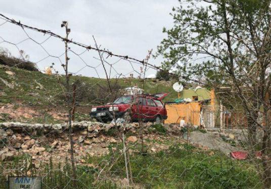Bergama Koyuneli Köyünde Oturma Ruhsatı Olan 2+1 köy Evi - Arsa