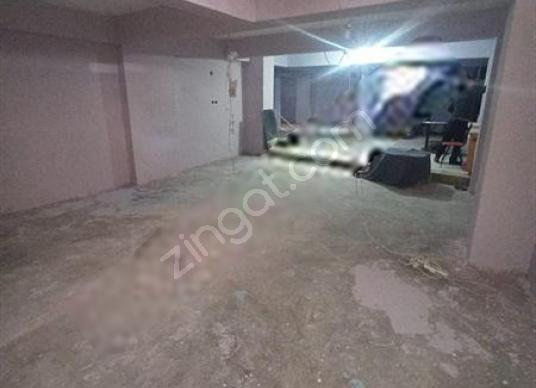 SULTANGAZİ İSMETPAŞA MAHALLESİ KİRALIK 140m2 BODRUM DÜKKAN - Salon