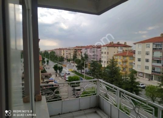 Akşehir İstasyon cadde kenarında  Satılık 4.kat Daire - Balkon - Teras
