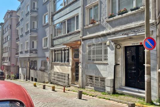 KONUT REALTY / Gümüşsuyu  2+1 Yüksek Tavanlı  Kiralık Ofis - Sokak Cadde Görünümü