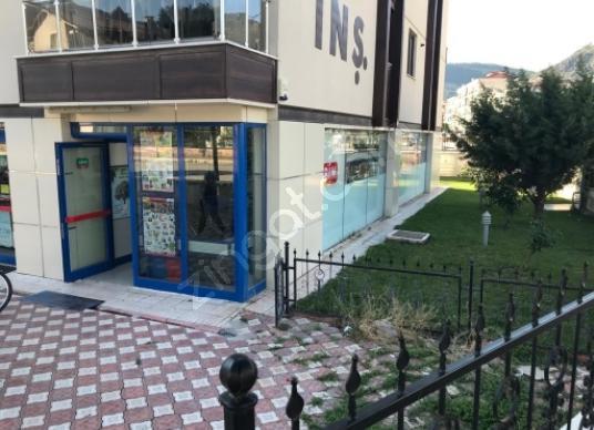 83-Amasya Merkez Hacılar Meydanı'da Satılık  400 m dukkan - Balkon - Teras