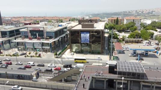 E5 Cephe Tabela ve Reklam Değeri Yüksek Kiralık Ticari Bina - Manzara