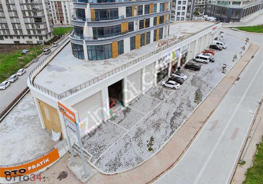 Almina Towerda 1.700 m2 Teraslı Ana Yola Cepeli Düzayak - Site İçi Görünüm