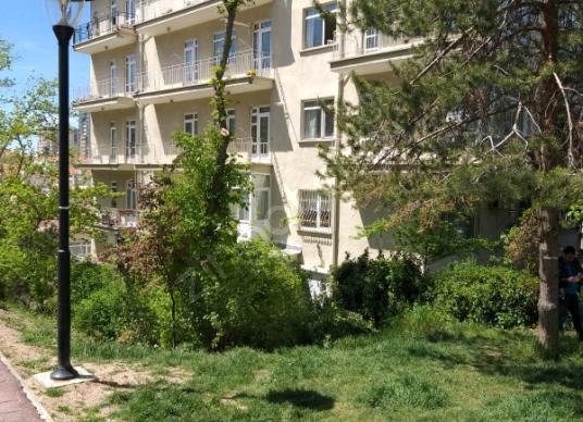AYRANCI MERKEZDE BAHÇE KULLANIMLI KOMBİLİ 2+1 BAKIMLI DAİRE - Bahçe