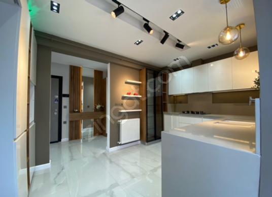 Basınsitesi'nde 3+1 Özel Tasarım Tadilatlı 147 m² Satılık Daire - Antre Hol