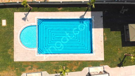 Mustafa Orçunus 'tan Palmport Çiğli'de havuzlu sitede sıfır - Bahçe