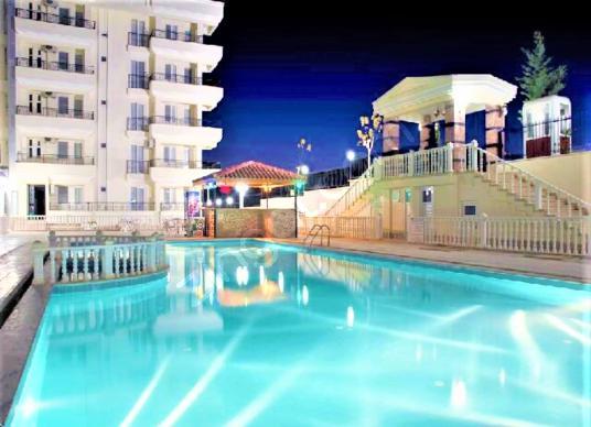 Didim'de Satılık Havuzlu Sitede Güvenlikli Bakımlı Daire - Yüzme Havuzu