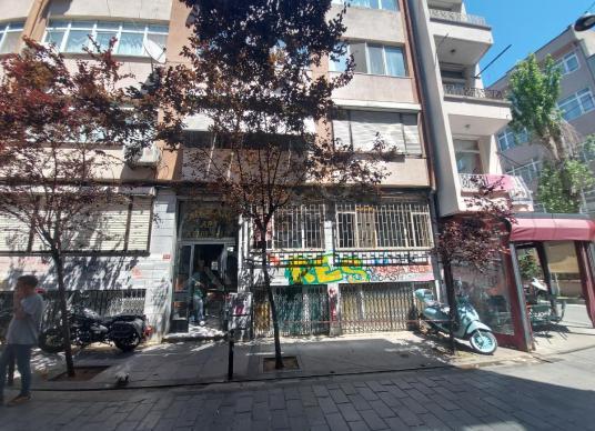 Beşiktaş Merkezde, Çarşı, Pazarın Dibinde, Düz Ayak Binada 2.Kat - Sokak Cadde Görünümü