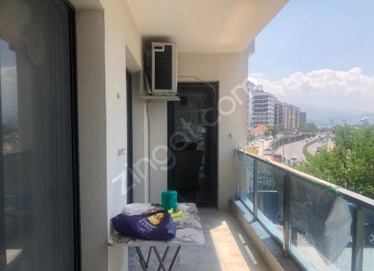 Bayraklı Emek Mahallesi Anadolu Bulvarında Satılık 3+1 Lüx Daire - Balkon - Teras