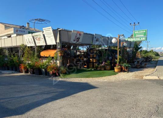 Urla'da Cadde Üstü Komple Satılık İşyeri 2 Daire - Çocuk Oyun Alanı