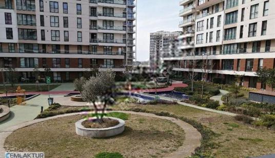 EVVEL İSTANBUL'DA DUBLEX 2+1 EŞYALI KİRALIK DAİRE 166 m² - Site İçi Görünüm