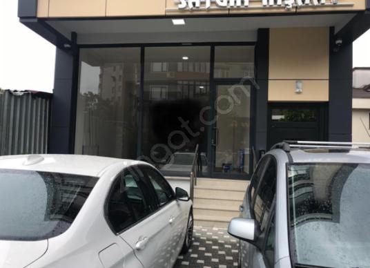 Esatpaşa'da Yunus Emre Caddesi Kiralık Dükkan / Mağaza - Açık Otopark