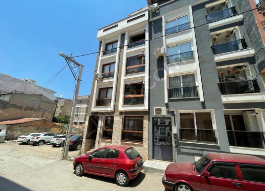 İzmir Zafertepe Mahallesi Cadde Yakını 2+1 Satılık Daire! - Dış Cephe