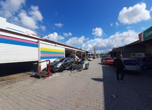 Urla'da Satılık Dükkan. 150 m2. Batar Katlı, Migros Yanı - Sokak Cadde Görünümü