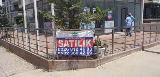 İsmetpeşa Mahallesinde Uygun Fiyata Depolu Dükkan - Balkon - Teras