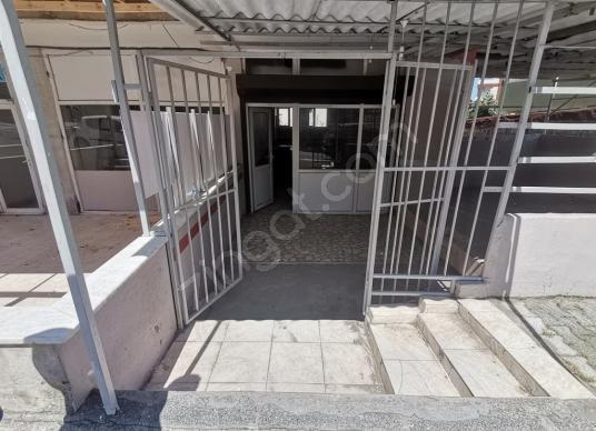 ZÜMRÜTEVLERDE METRO CİVARI 105 M2 WC Lİ KİRALIK DÜKKAN - Balkon - Teras