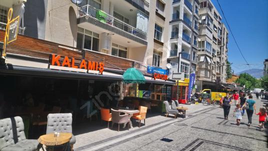 KARŞIYAKA ÇARŞI SEVGİ YOLUNDA ÇALIŞIR DURUMDA CAFE+BAR - Sokak Cadde Görünümü