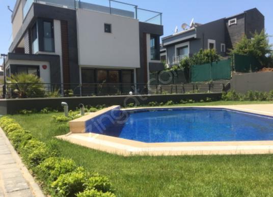 Güzelbahçe Kahramandere'de Satılık Villa - Yüzme Havuzu