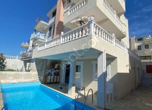 280 square meters 4+1 bedrooms Farm House For Rent in Kuşadası, Aydın - Yüzme Havuzu