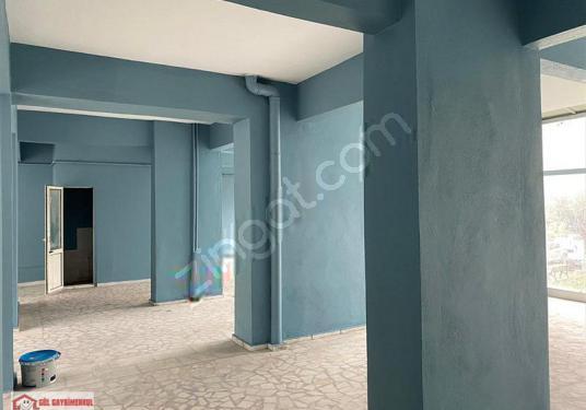 Beylikdüzü Site Metrobüse 3 Dk Ferah Geniş 280 M2 Kiralık Dükkan - Balkon - Teras